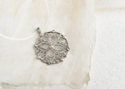 Pendentif époque Belle Époque platine, perles fines et diamants