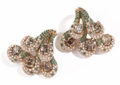 Boucles d'oreilles or, diamants et émeraudes
